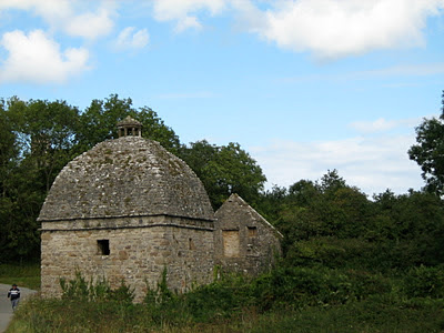 Visitare Penmon Priory in Galles