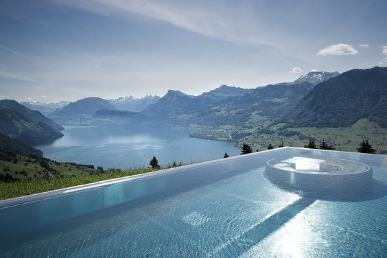 Infinity Pool Lago dei quattro Cantoni